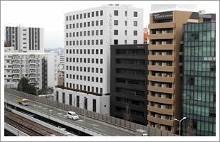 新御堂筋沿いのビル最上階で、のびのびと仕事を